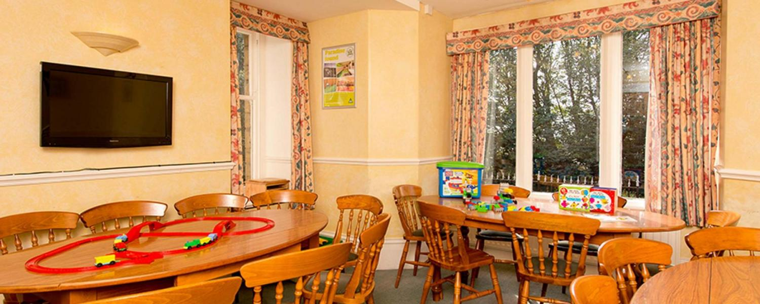 YHA Eyam dining room