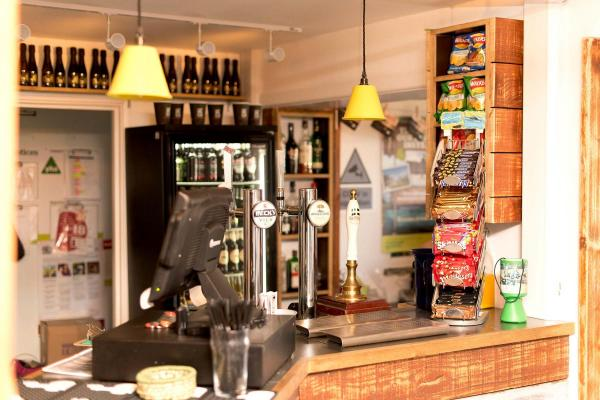 YHA Treyarnon Bay bar